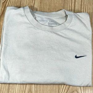 Nike Basic T-Shirt